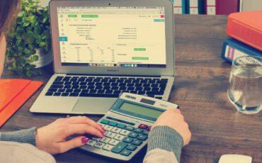 ¿Cómo calculamos los ahorros que generan los paneles solares en su hogar o empresa?